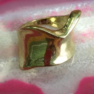 Jewelry - Chunky Gold Metal Wave Ring - Size 7